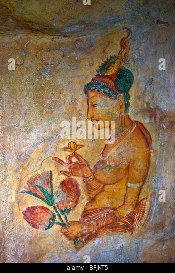 Ancient frescoes of maidens on cave wall at Sigiriya Rock Fortress, Sigiriya, Sri Lanka - Stock-Bilder