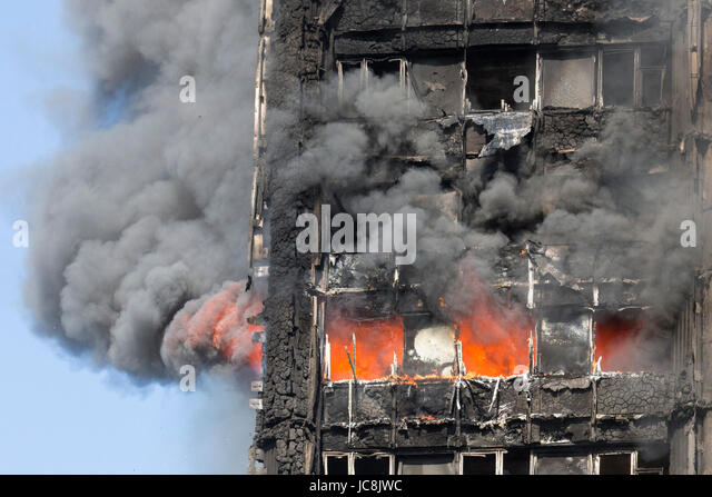 London, UK. 14th June, 2017. Fire is still burning inside the tower at 9am. At least 50 people have been taken to - Stock-Bilder