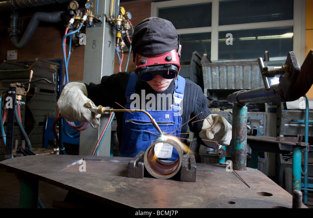 how to work in usa welder