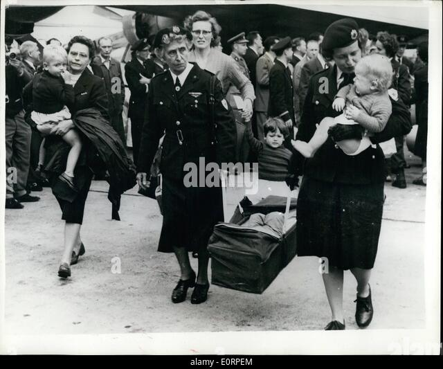Apr. 04, 1960 - Refugees from the Belgian Congo arrive in Brussels; The scene in Brussels as voluntary workers carry - Stock-Bilder