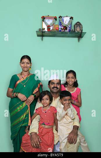 Portrait of a Maharashtrian family - Stock-Bilder