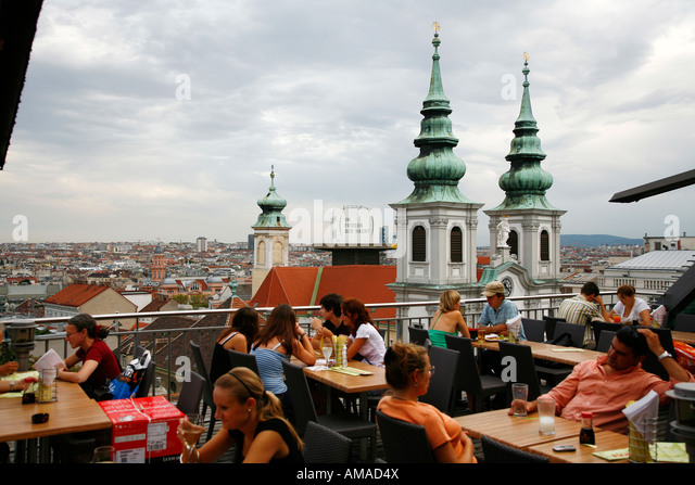 Aug 2008 - People sitting on a rooftop restaurant with a view over Vienna Skyline Austria - Stock Image