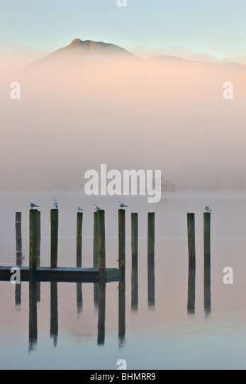 Derwent Water jetty on a misty morning, Keswick, Lake District National Park, Cumbria, England, UK. Autumn (November) - Stock Image