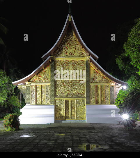 Night view of the 1962 AD.built Hong Kep Mieng-Royal Funerary Chariot hall or Carriage hall or Hor Latsalat preserving - Stock-Bilder