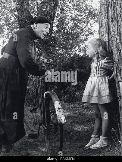 JEUX INDERDITS aka Forbidden Games aka Secret Games 1952 French film with Brigitte Fossey (aged 6) and Louis Sainteve. - Stock Image