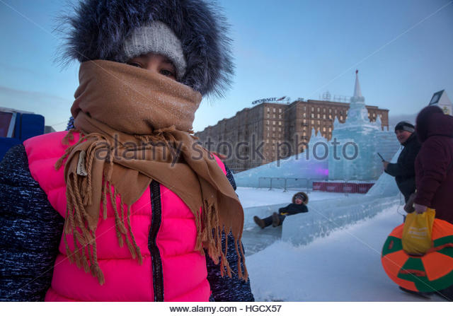 People roll down the ice slide in Victory Park on Moscow's Poklonnaya Hill when the temperature fell to -28 - Stock Image