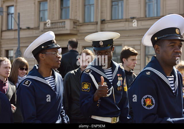 St. Petersburg, Russia, 9th May, 2015. Cadets of the marine corps of Peter the Great among thousands of people celebrate - Stock Image