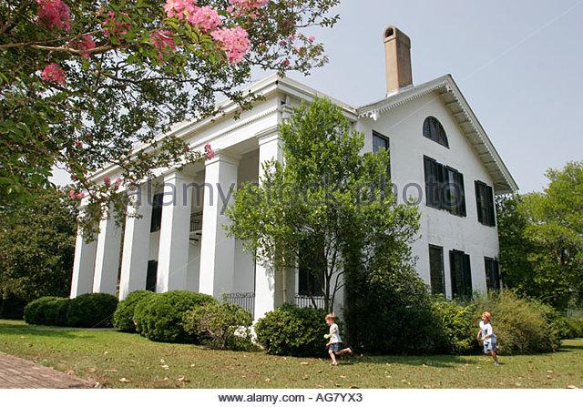 Alabama Demopolis Bluff Hall Federal townhouse Greek Revival 1832 1850 crepe myrtle - Stock Image