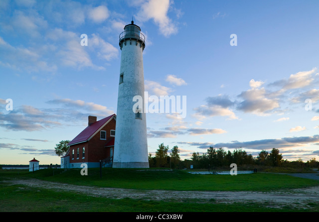 USA, Michigan, Lake Huron Shore, Tawas City, Tawas Point State Park,  Tawas Point Lighthouse on Lake Huron,  Dawn - Stock-Bilder