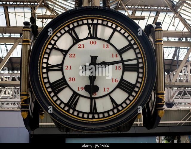 The famous clock at Waterloo station, famed for being a meeting place - Stock Image