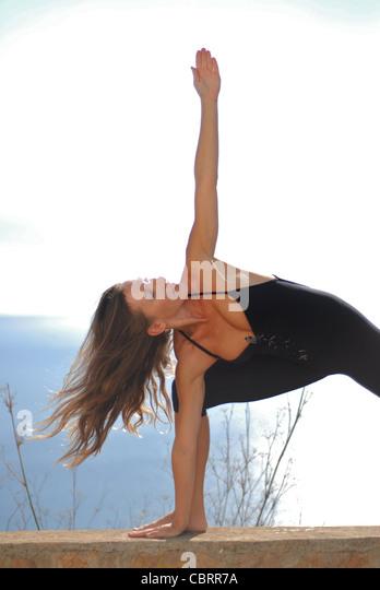 Yoga Shiromani Lena Tancredi, doing yoga in nature, in Ibiza, Spain - Photo by Nano Calvo - Stock-Bilder