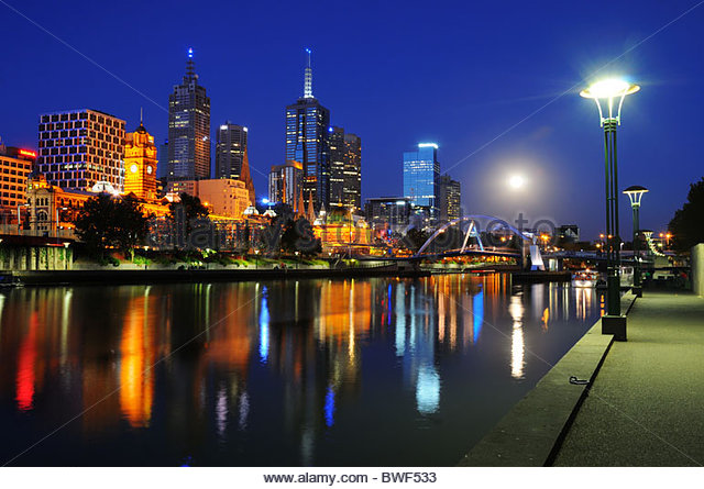 melbourne-and-the-yarra-river-at-night-b