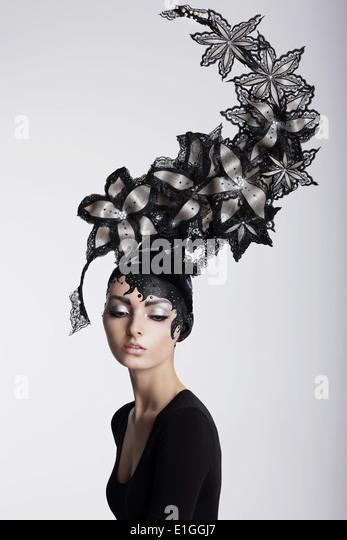 Fantasy. Surrealism. Amazing Woman in Trendy Headwear with Flowers - Stock-Bilder