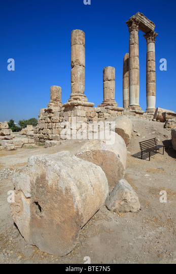 Remains of the Temple of Hercules on the Citadel mountain, Amman, Jordan - Stock Image