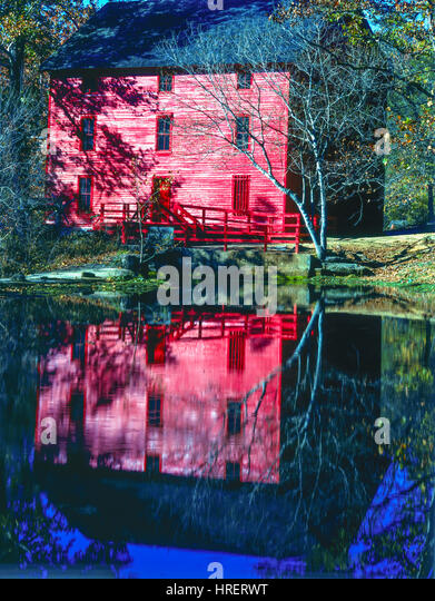 Fall Morning at Alley Spring Mill, Ozark National Scenic Riverways, Missouri - Stock-Bilder