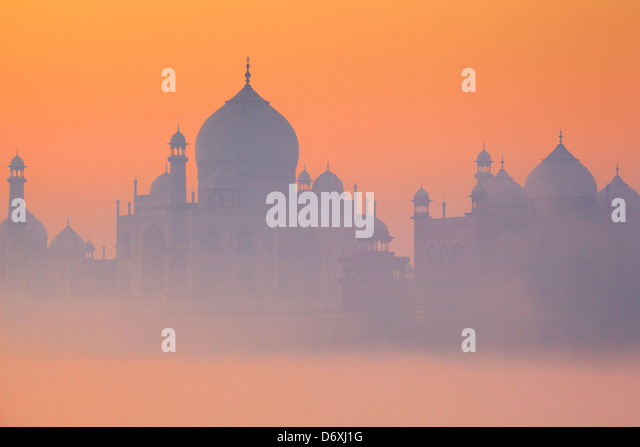 Skyline of Taj Mahal at sunrise, Agra, Uttar Pradesh, India - Stock-Bilder