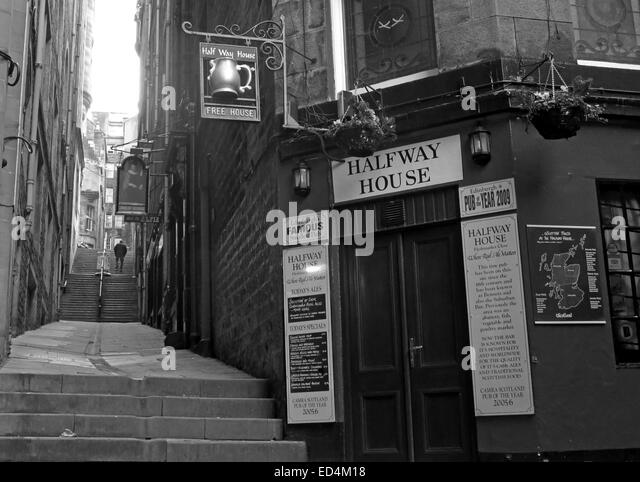Halfway House Pub, Fleshmarket Close, Edinburgh City, Scotland, UK in Monochrome - Stock Image