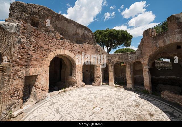 Caseggiato stock photos caseggiato stock images alamy for Mr arredamenti ostia antica