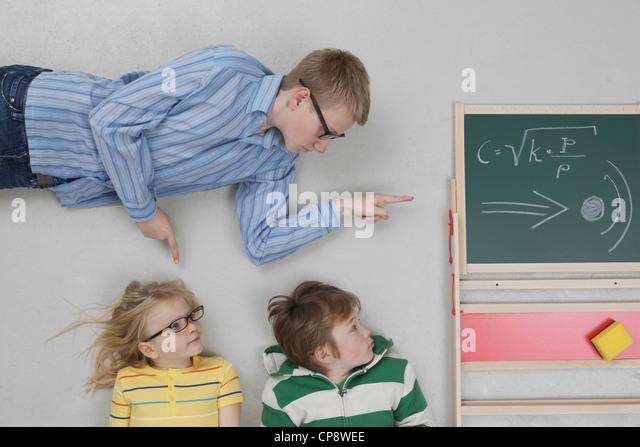 Boy teaching speed of sound to children - Stock Image