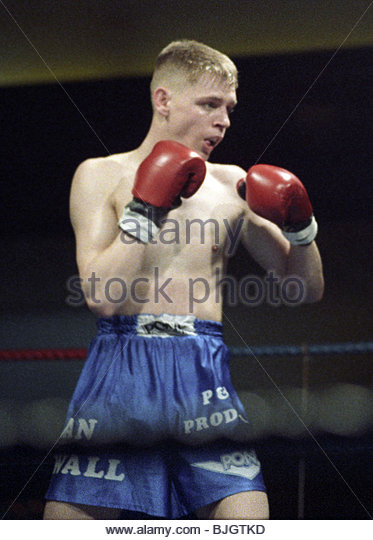31/01/92 LIGHTWEIGHT CONTEST ALAN MCDOWAL V CHARLES SHEPPARD HOSPITALITY INN - GLASGOW Alan McDowall in action - Stock Image