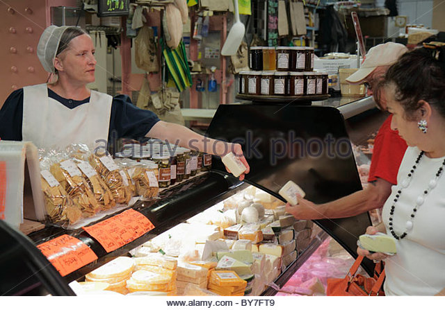 Philadelphia Pennsylvania Reading Terminal Market Center City historic farmers market local food Artisanal vendor - Stock Image