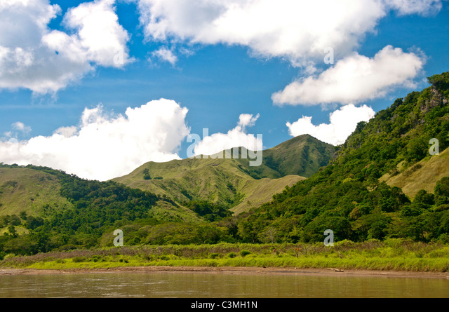 Sigatioka River surrounded by velvet green mountains, Coral Coast, Vita Levu Island,, Fiji - Stock Image