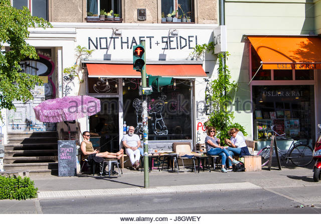 Outside Seating Stock Photos Amp Outside Seating Stock