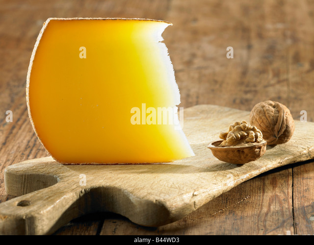 comté and walnuts - Stock-Bilder
