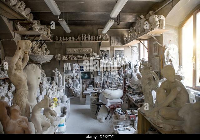 Large group of art and sculpture in artist's studio - Stock-Bilder