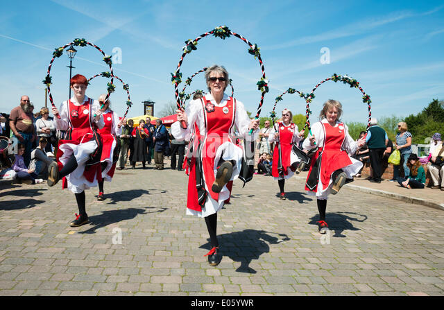 Upton upon Severn, Worcestershire, UK. 3rd May 2014 Folk dancers entertain people on a lovely sunny day. Female - Stock Image