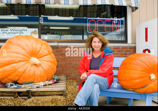 Huge Pumpkins & Girl - Stock-Bilder