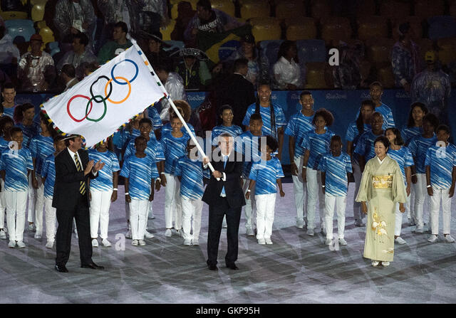 Rio de Janeiro, Brazil. 21st Aug, 2016. The Olympic flag is handed over from Brazil to Japan for the 2020 Olympics - Stock-Bilder