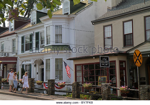 Pennsylvania New Hope historic borough York Road J&W Gallery storefront fine art shopping business quaint man - Stock Image