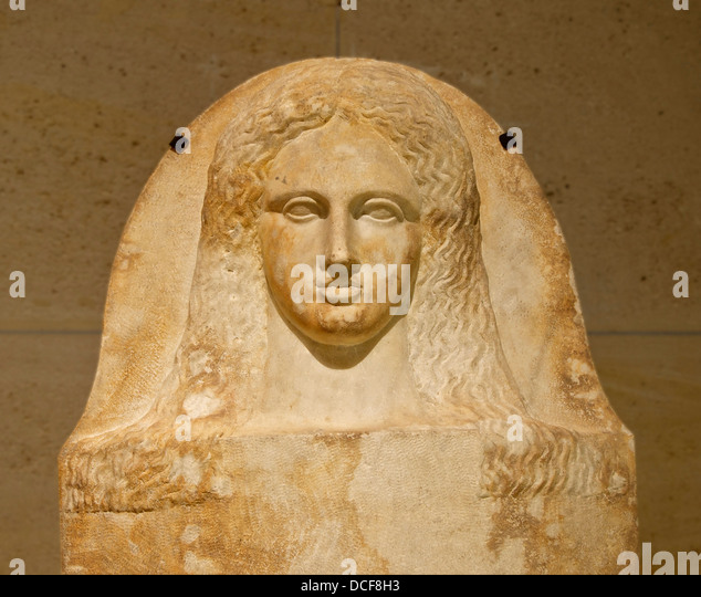 Cover of a phoenician anthropoid sarcophagus of a woman (detail). Head of a young women - Stock-Bilder