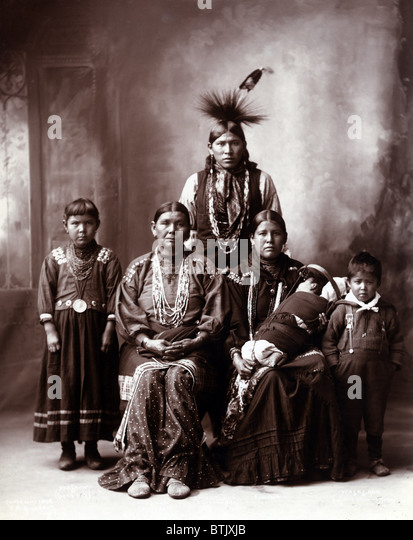 Native American family, original title: 'Sauk Indian family', photograph by Frank A. Rinehart, 1899. - Stock-Bilder