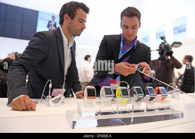Galaxy Gear Watch Stock Photos & Galaxy Gear Watch Stock ...