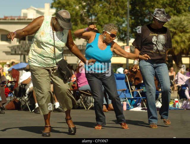 From left, Rosemary Williams, Sandra Hutchinson (both of Rio Vista), and Etta Lundy of Richmond dance the Electric - Stock Image