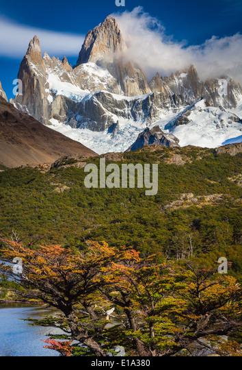 Fitz Roy towering high above Laguna Capri in Patagonia, Argentina - Stock Image