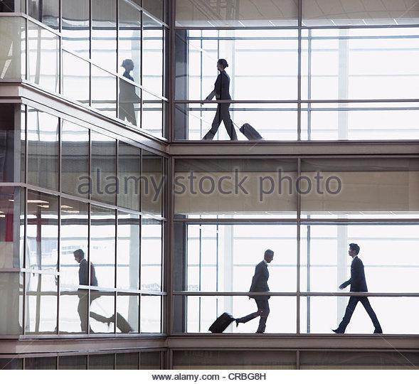 Businessmen walking along corridor in modern office - Stock-Bilder