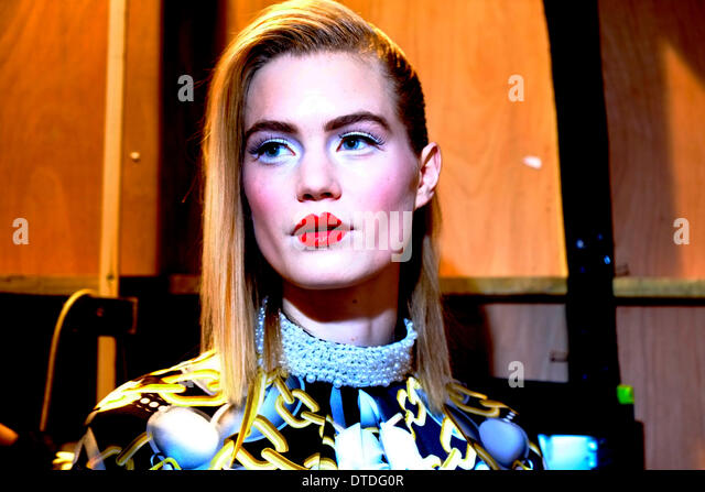 Models backstage at London fashion Week - Stock-Bilder