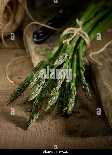 Tied up bunch of fresh asparagus - Stock Image