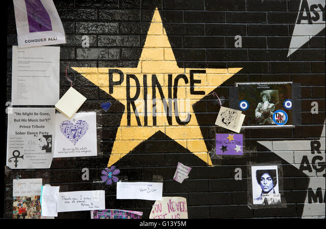 Gold star and memorial tribute for the musician Prince at the First Avenue & 7th Street Entry nightclub in downtown - Stock Image