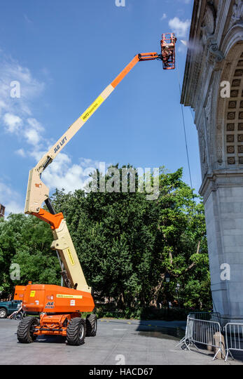 New York New York City NYC Manhattan Greenwich Village Washington Square Arch triumphal arch cleaning cherry picker - Stock Image
