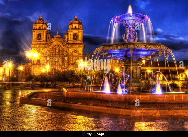 plaza-de-armas-in-cusco-at-night-c56j0t.