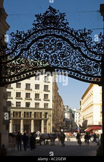Vienna Hofburg wrought iron gate fiaker - Stock Image