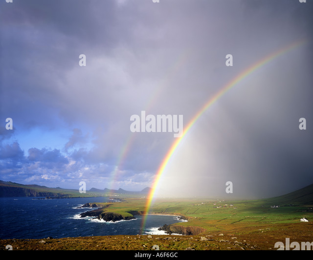 IE - CO. KERRY:  Rainbow over Ballyferriter Bay on the Dingle Peninsula - Stock Image