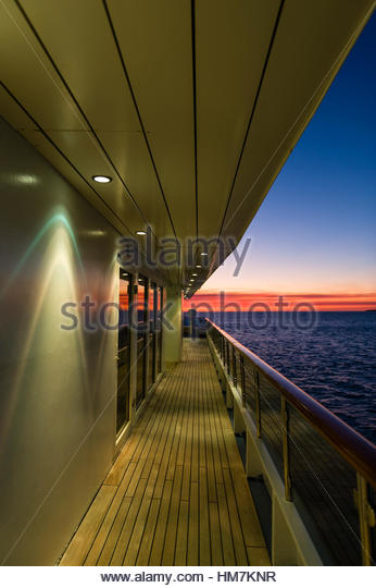 Scallop spotlights on the deck of a cruise ship at sunset. - Stock-Bilder
