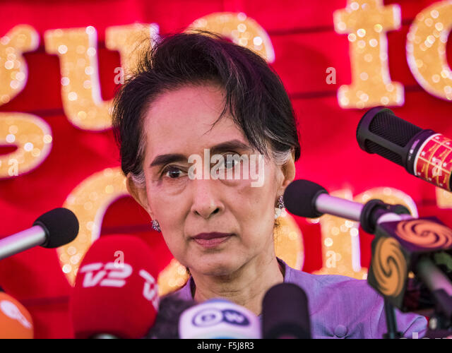 Yangon, Myanmar. 5th Nov, 2015. AUNG SAN SUU KYI answers reporters' questions during a press conference. Aung - Stock Image