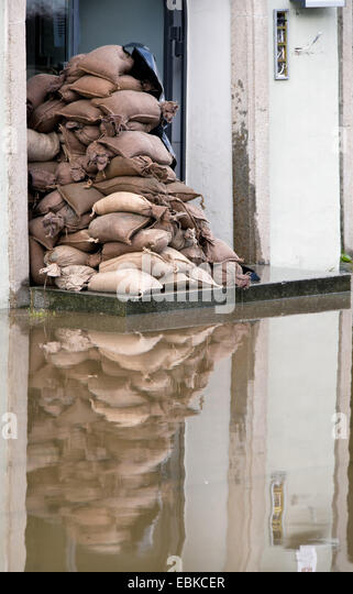 how to use sandbags to prevent flooding