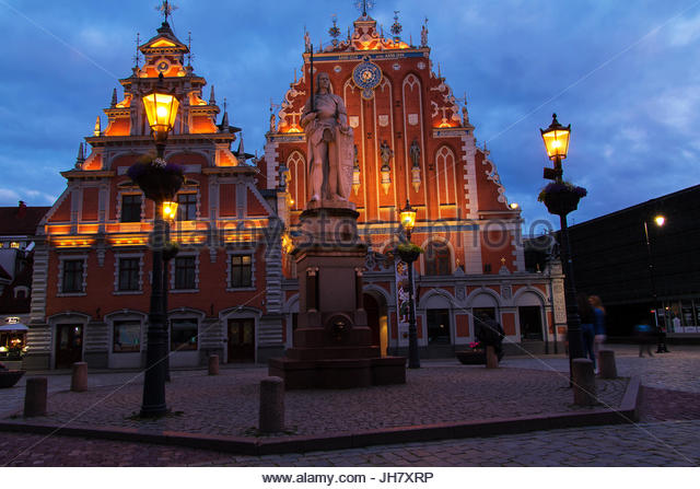 Riga old town, nostalgia house historic night, House of the Blackheads Riga Town Hall square night lights illuminated - Stock-Bilder
